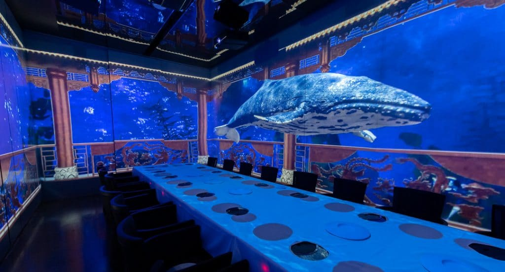 A Futuristic Hot Pot Restaurant Featuring Robot Servers & 5D Projections Is Coming To Chicago
