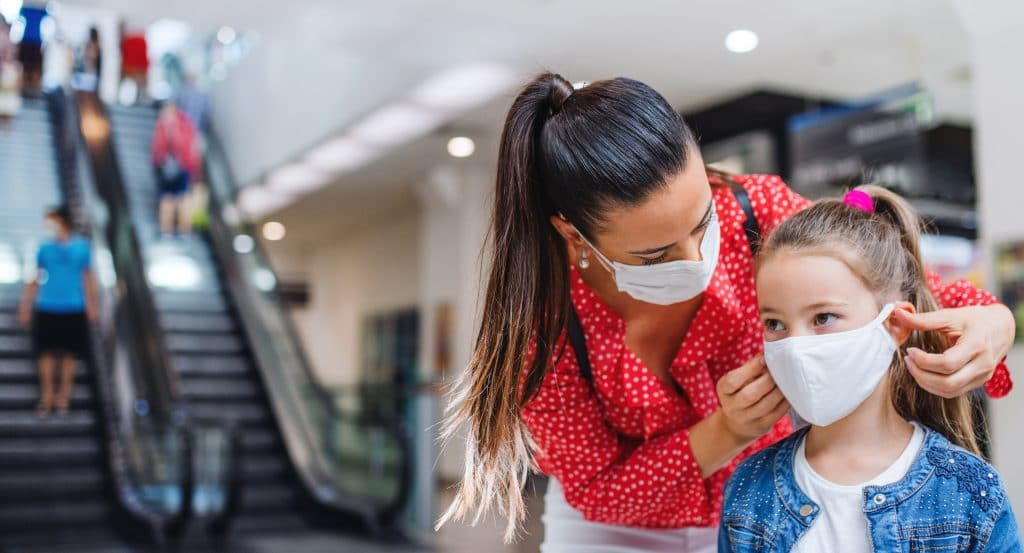 """Chicago Is Urging Everyone To Again Wear Masks Indoors """"Vaxxed Or Unvaxxed"""""""
