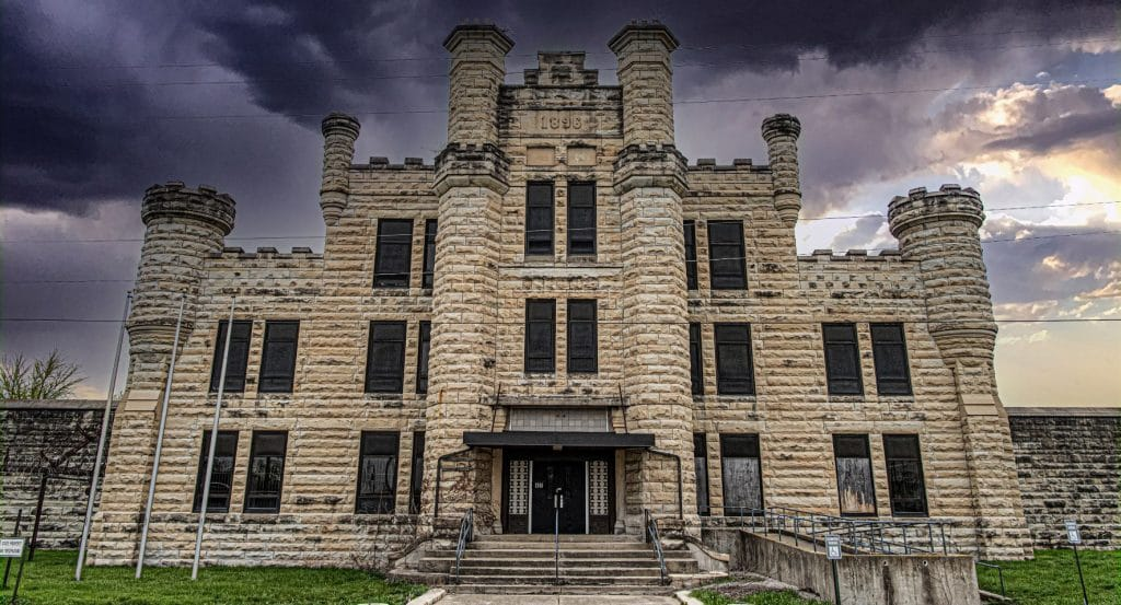 The Old Joliet Prison Near Chicago Has Been Transformed Into A Terrifying Haunted House Experience