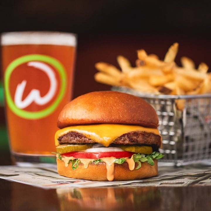 """Mark Wahlberg's Burger Chain """"Wahlburgers"""" Is Hitting New Zealand"""