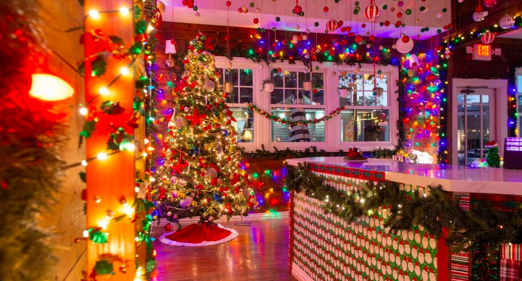 Tipsy Elf Pop-Up Cocktail Bar Is Now Open For The Holidays