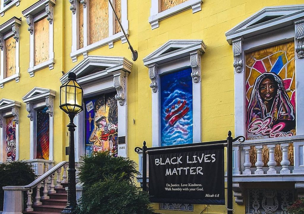 Check Out The Inspiring Murals Decorating This Downtown Landmark