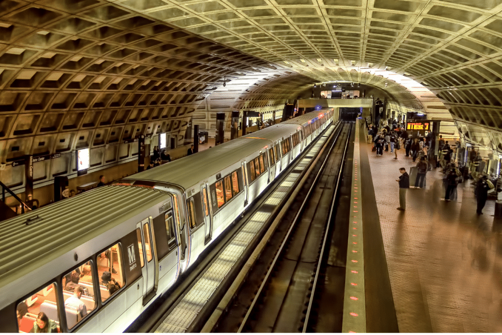 The Metrorail Will Now Stay Open Until Midnight Everyday