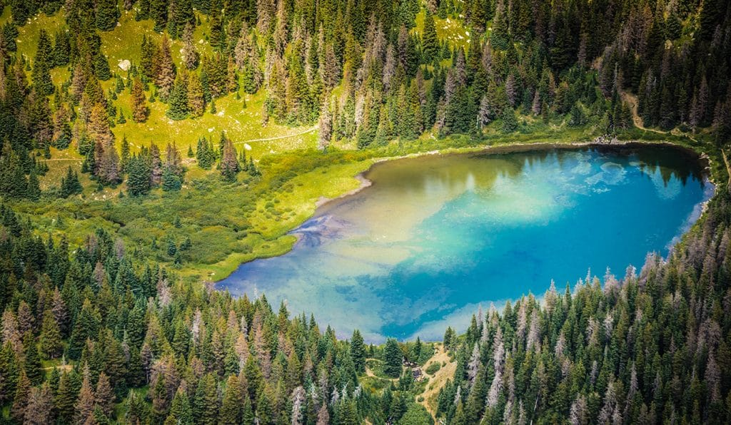 You Can Hike To This Stunning Blue Lake Oasis Near Denver