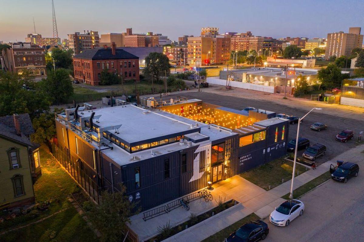 Detroit Shipping Company restaurants: Food hall