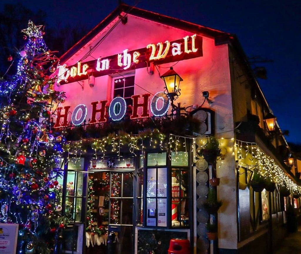 This Dublin Pub Is Leaving Its Christmas Decorations Up Until Lockdown Is Over