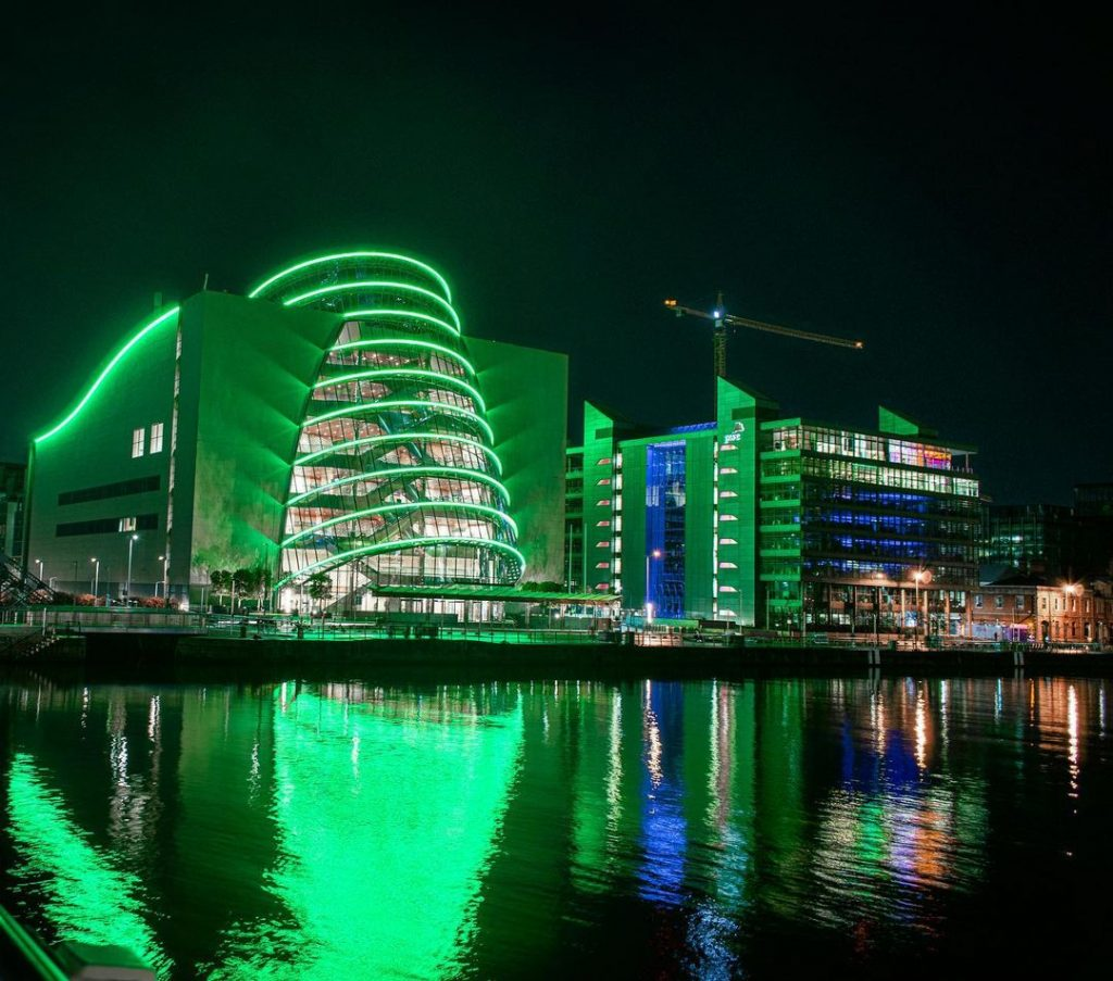 16 Pictures Of Dublin Looking Spectacular In The Green Lights Of Saint Patrick's Day