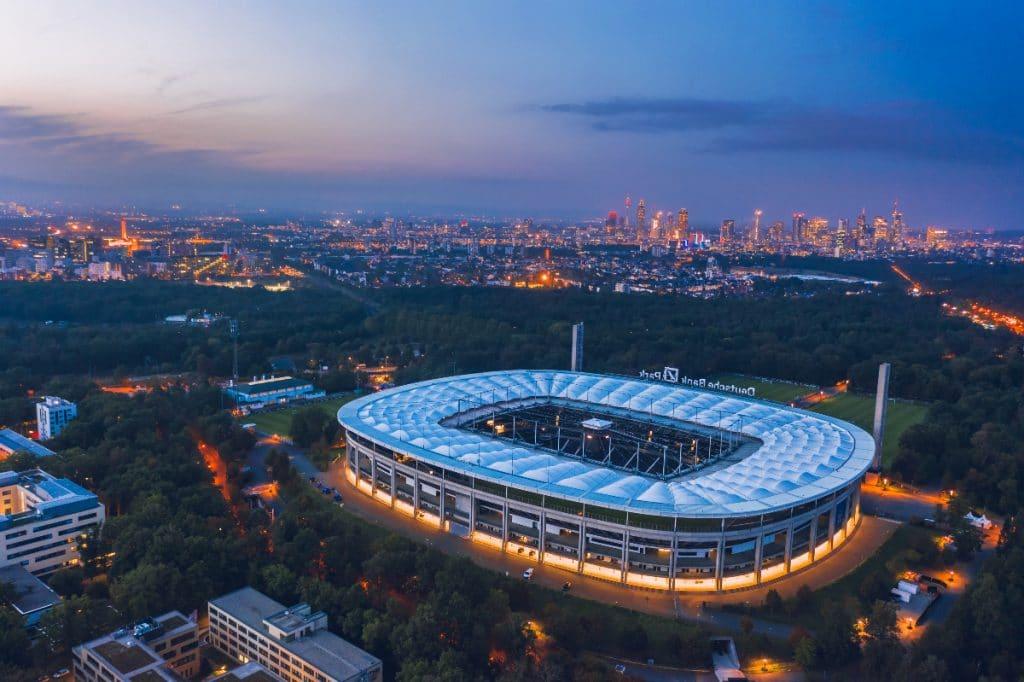 Eintracht Frankfurt wird am Wochenende 1000 Menschen im Waldstadion impfen