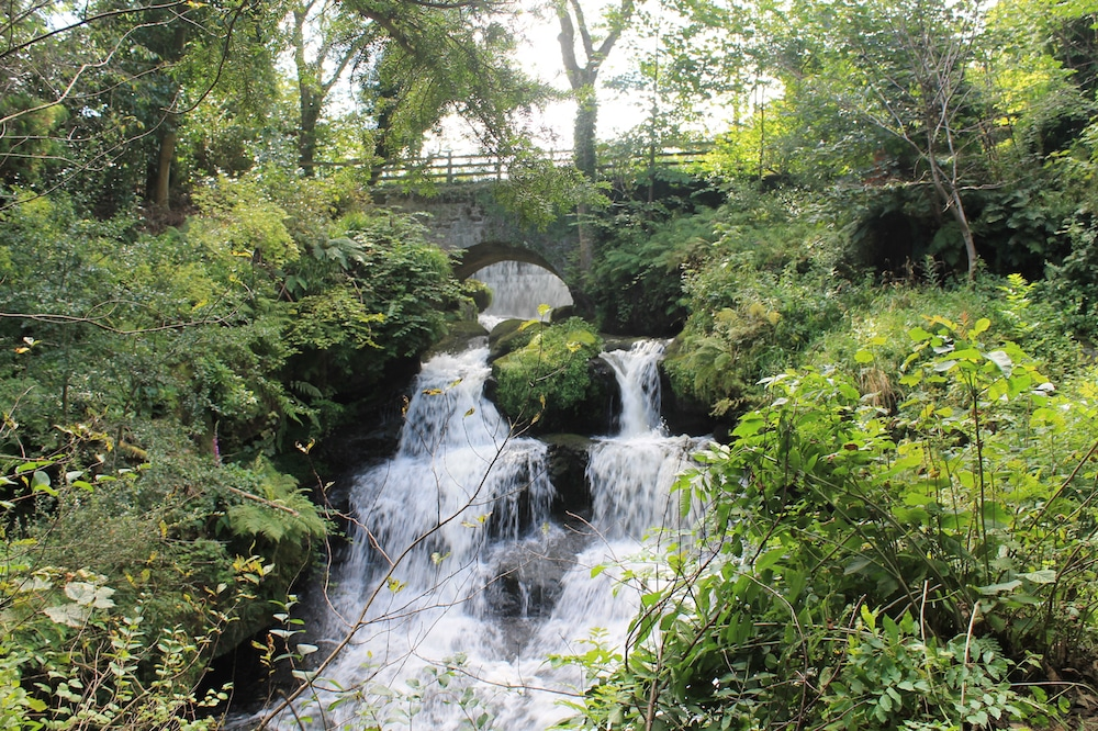 The Historic South Glasgow Park With Stunning Waterfalls •Rouken Glen Park
