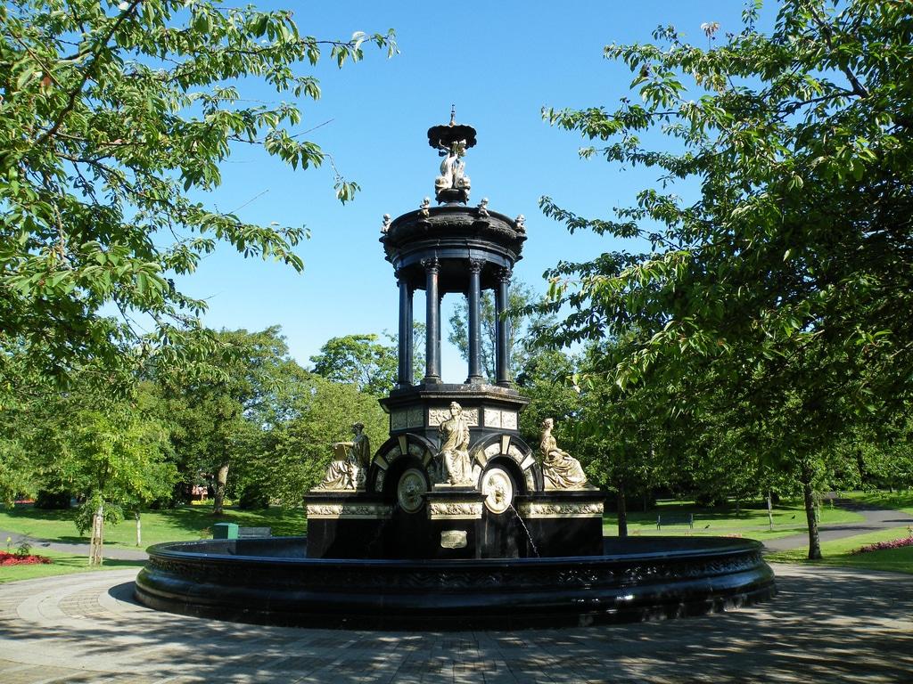Alexandra-Park-fountain