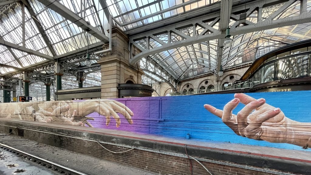 A New Mural To Symbolise Hope For People In Crisis This Christmas Has Emerged At Glasgow Central