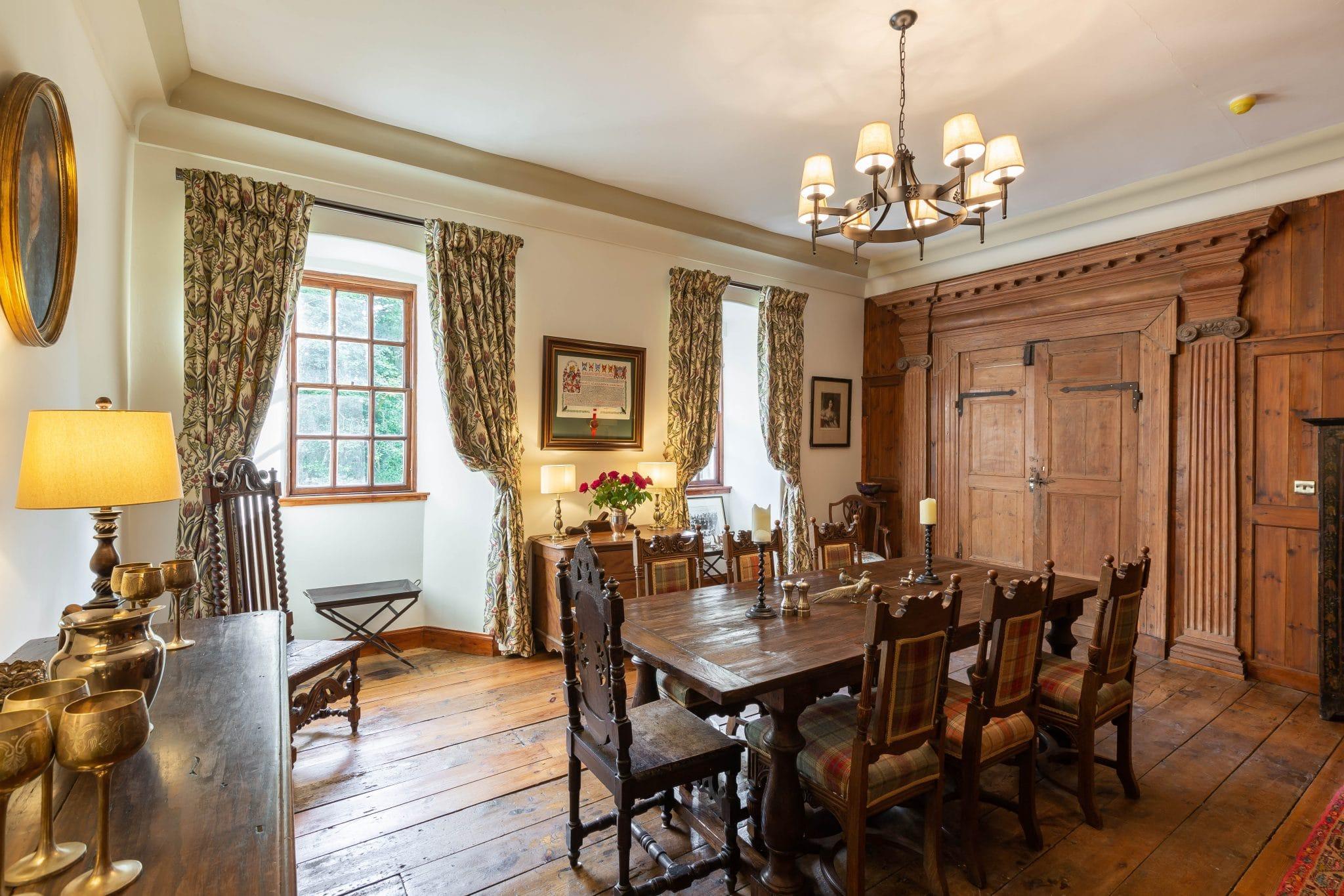 rowallan-castle-dining-room