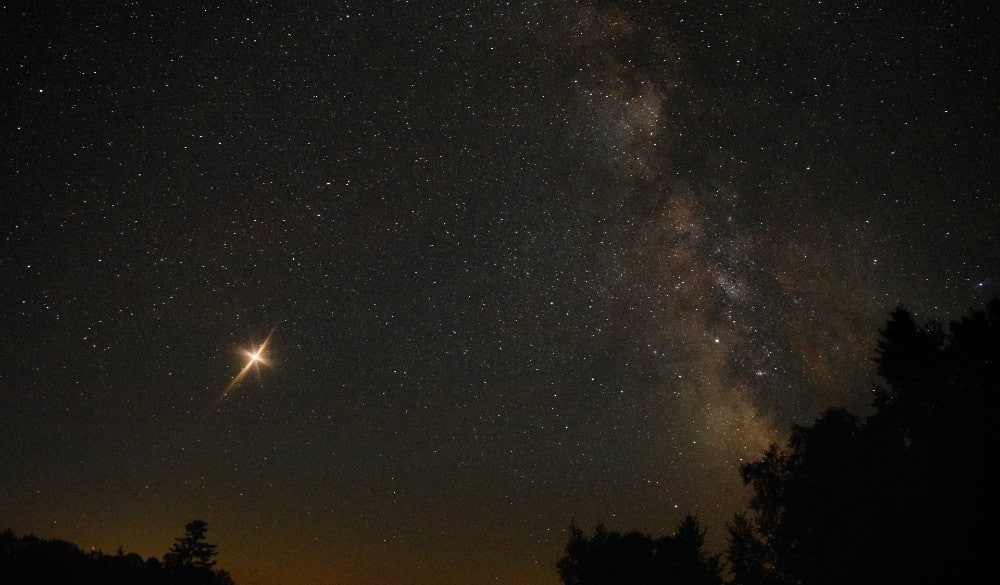 Extremely Rare 'Christmas Star' Will Light Up The Sky This Month When Two Planets Align