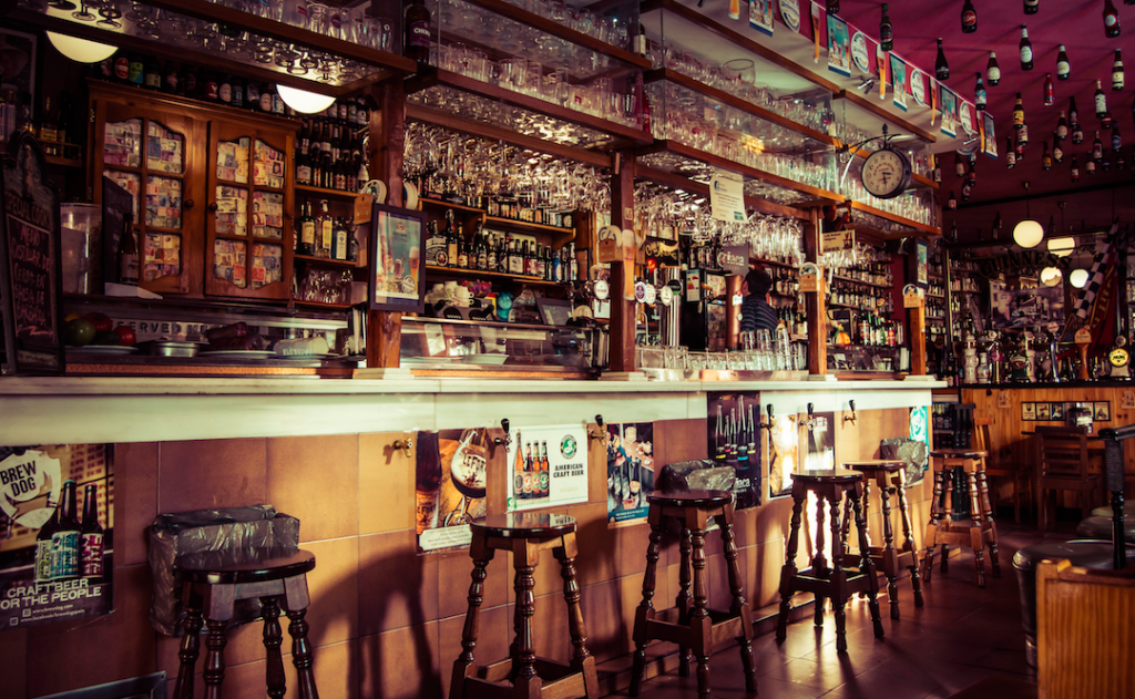 Texas Bars Must Halt Indoor Service, Restaurants Reduce Capacity After City Crosses Hospitalization Threshold