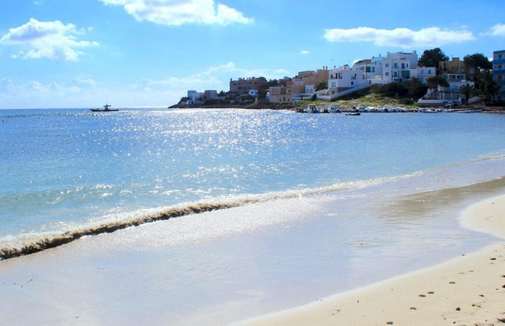 Talamanca beach: Close to the centre, the port and our hearts