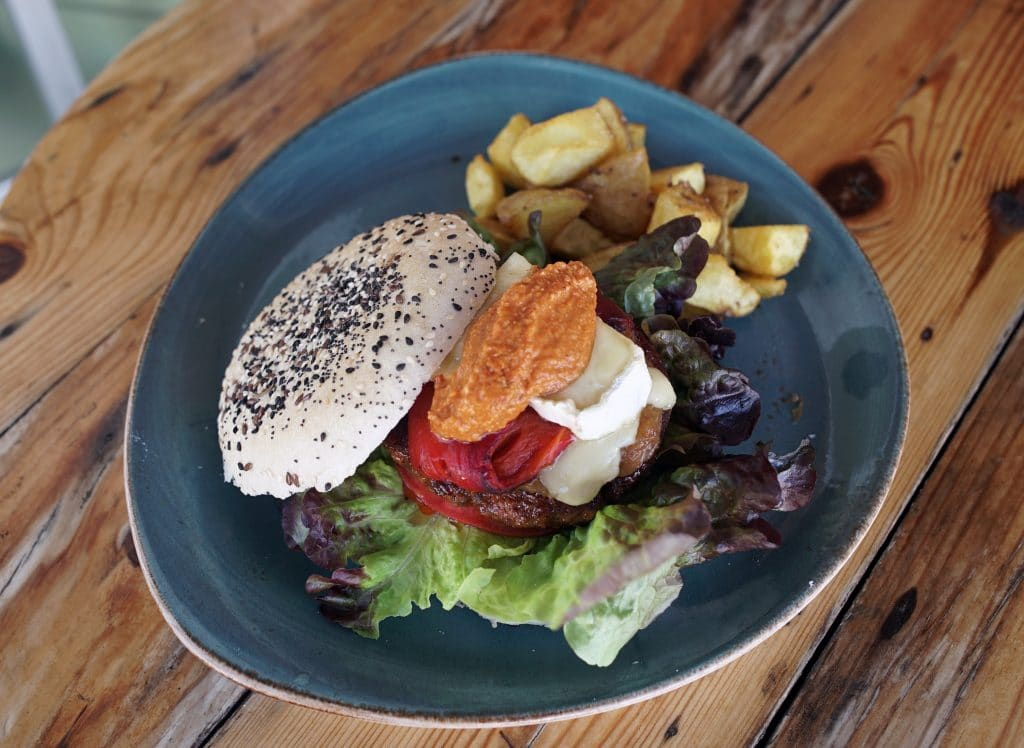 Vinyl: without any doubt, we have found the best burgers in Ibiza