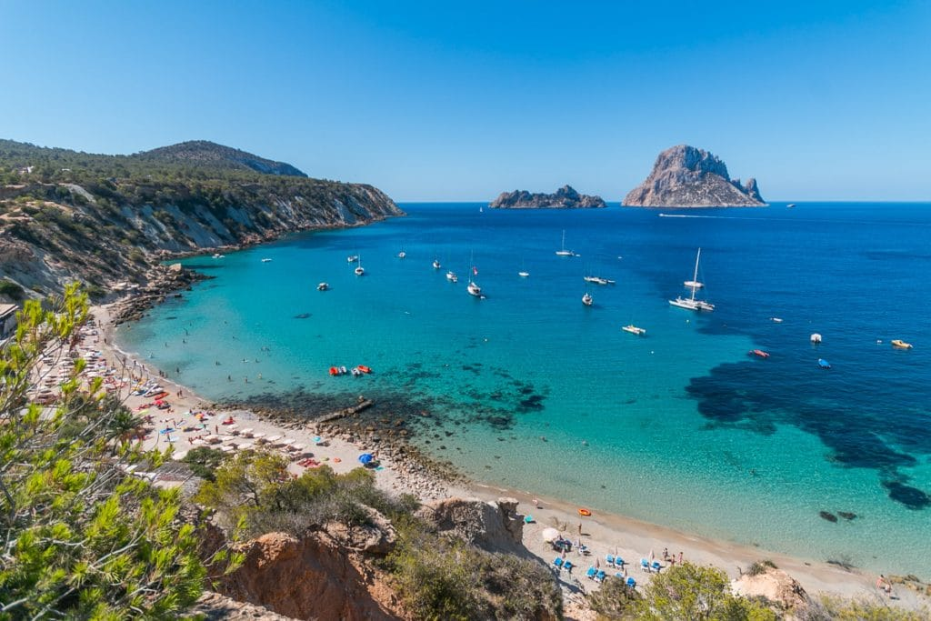 Cala D'Hort: a charming beach and guardian of the magical island of Es Vedrà
