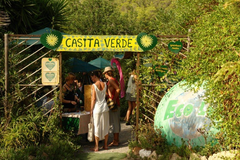 Enjoy a wonderful day close to nature and full of activities at the charming Casita Verde