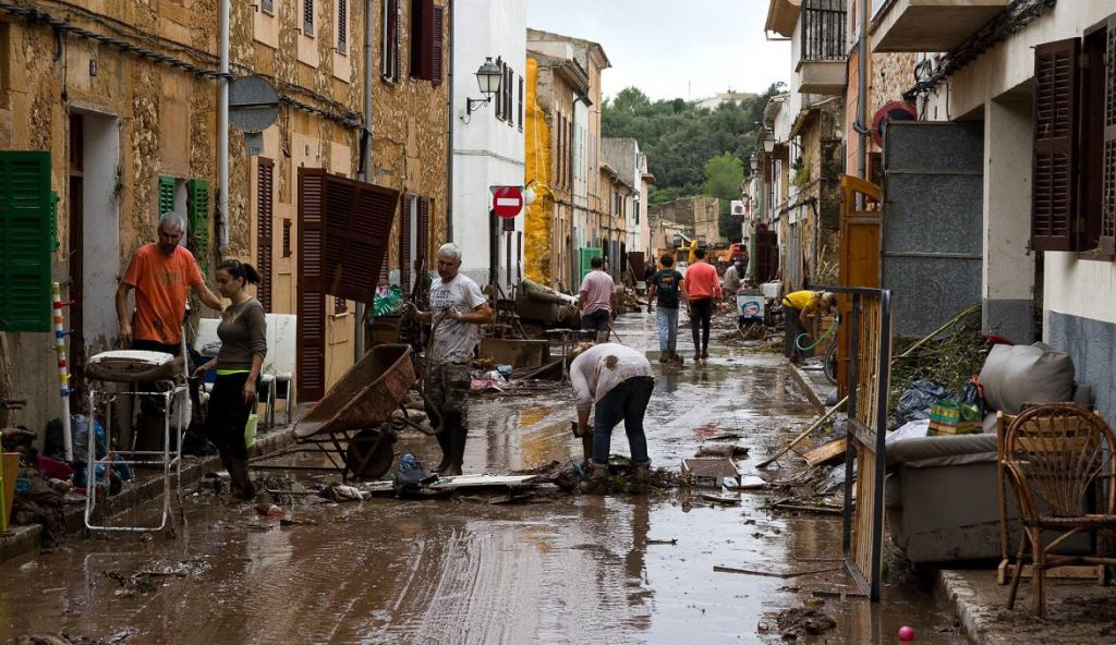The Balearic people, all united to overcome the catastrophe in Majorca, including Rafael Nadal