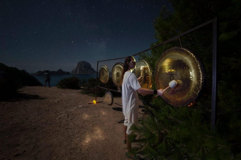 Vibrating from Ibiza to the entire universe with the Gong Master