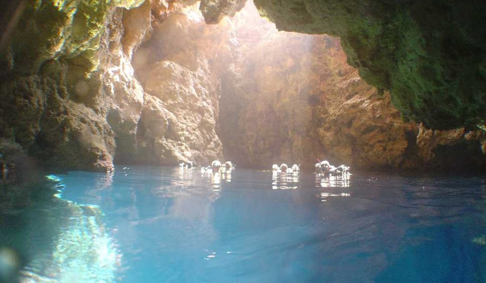 Na Coloms, the cave of light