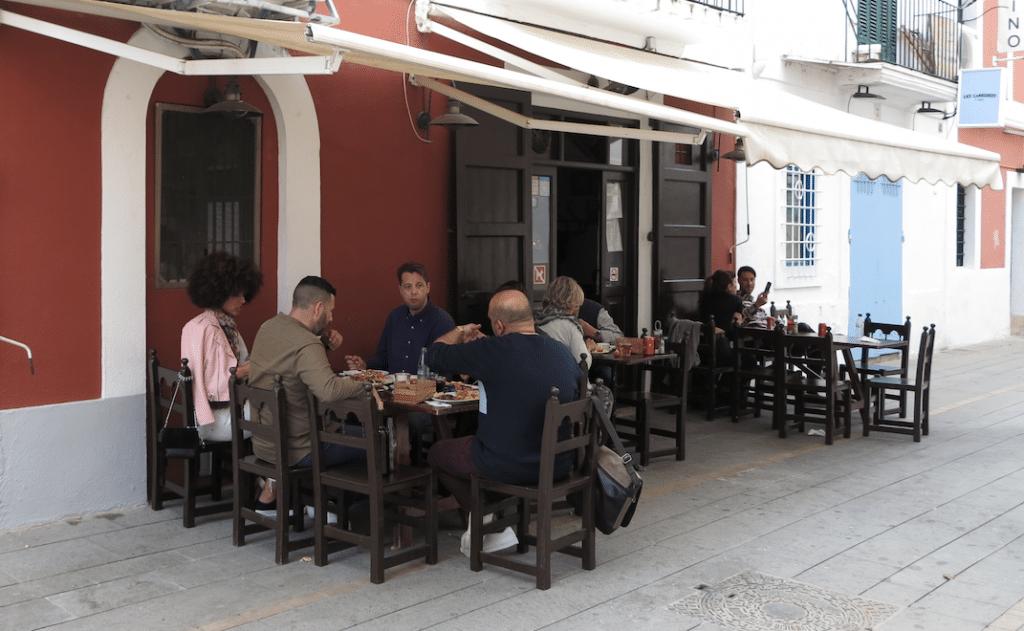 Dentro del legendario Comidas Bar San Juan
