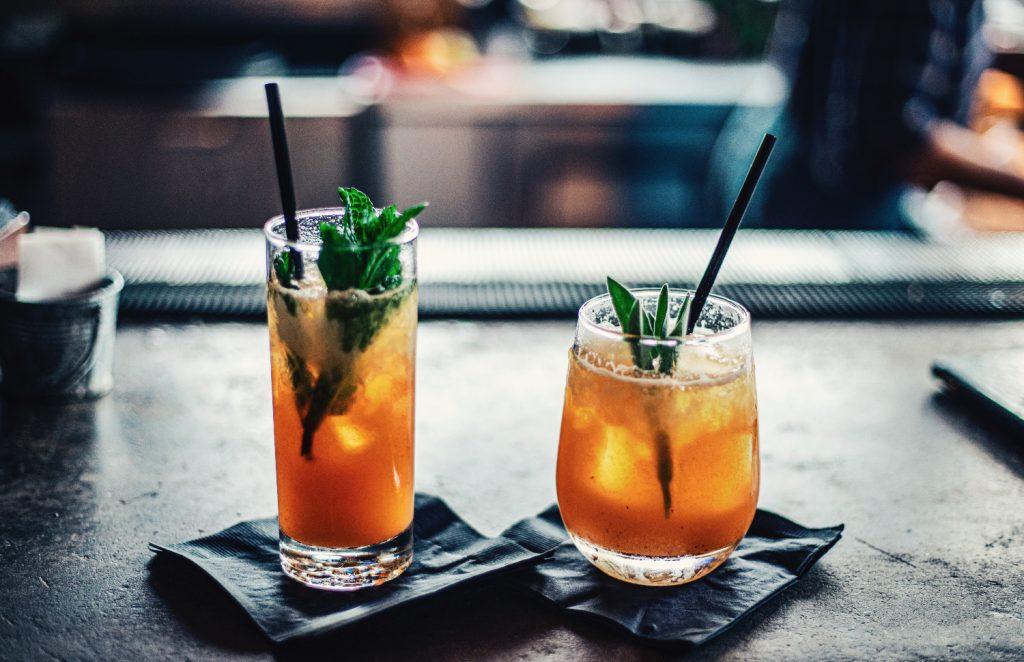 Bringt die Bar-Atmosphäre nach Hause: Die besten Cocktails zum Selbermixen.