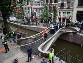 Die erste 3D-gedruckte Brücke der Welt kann jetzt überquert werden