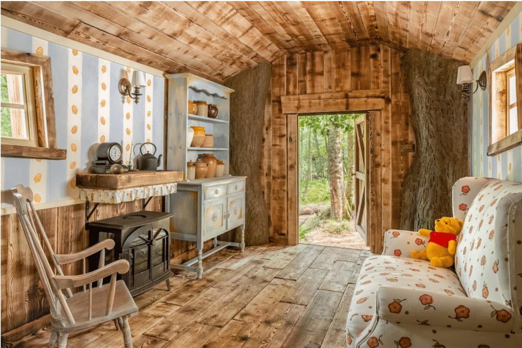Das Haus von Winnie Puuh gibt es wirklich und man kann sogar darin übernachten
