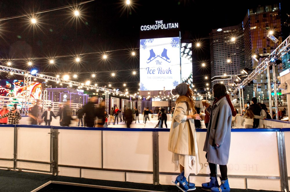 The Dazzling Rooftop Ice Rink At The Cosmopolitan Is Only Open Until This Sunday