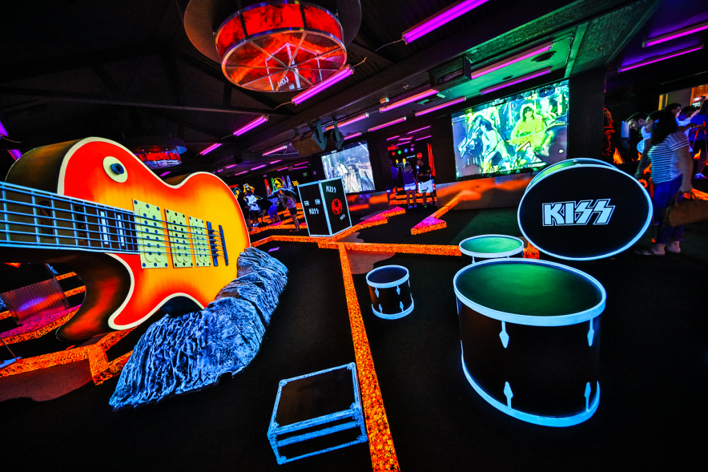 This Glow-In-The-Dark Golf Course Pairs Your Putt To KISS