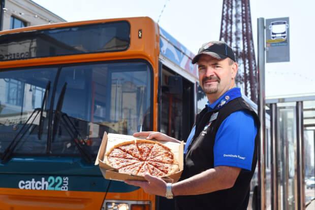 dominos-pizza-bus-2