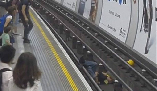 Brave Man Jumped On The Tube Tracks To Save Another Man's Life