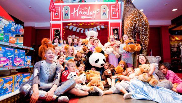 hamleys-toyshop-london-sleepover-kids