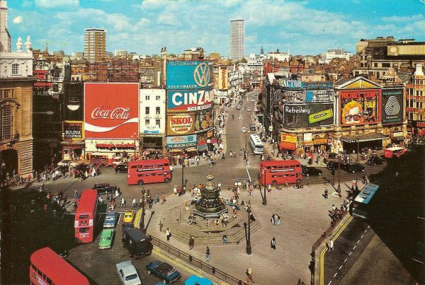 1972-piccadilly-circus-london