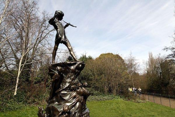 Peter_Pan_statue_in_Kensington_Gardens_in_the_City_of_Westminster_in_London,_spring_2013_(11)