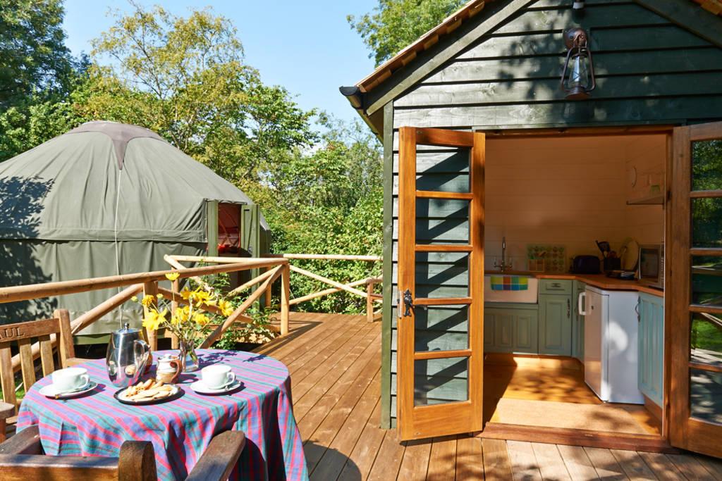 buckinghamshire-yurt-countryside