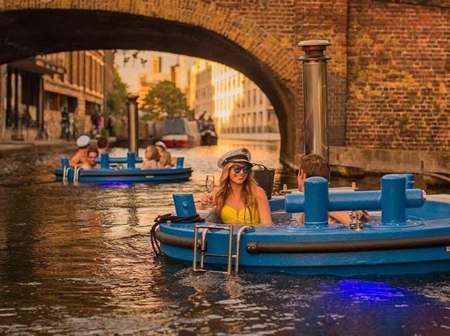 The Fabulous Floating Hot Tubs Of London's Waterways • Skuna
