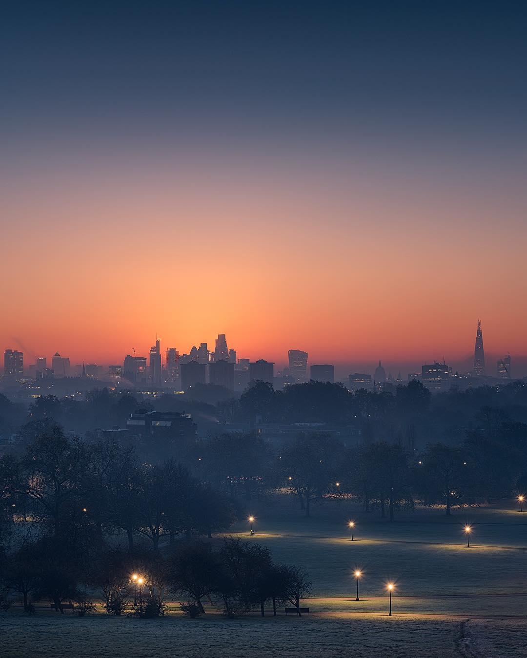 Primrose Hill sunrise in autumn - photo of London