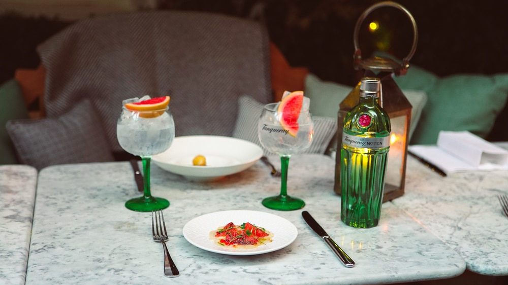 tanqueray-table-gin