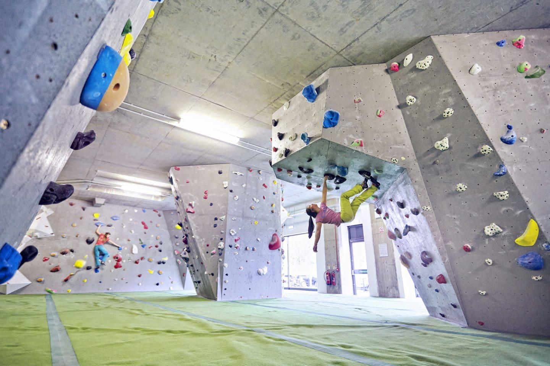 arch-climbing-wall
