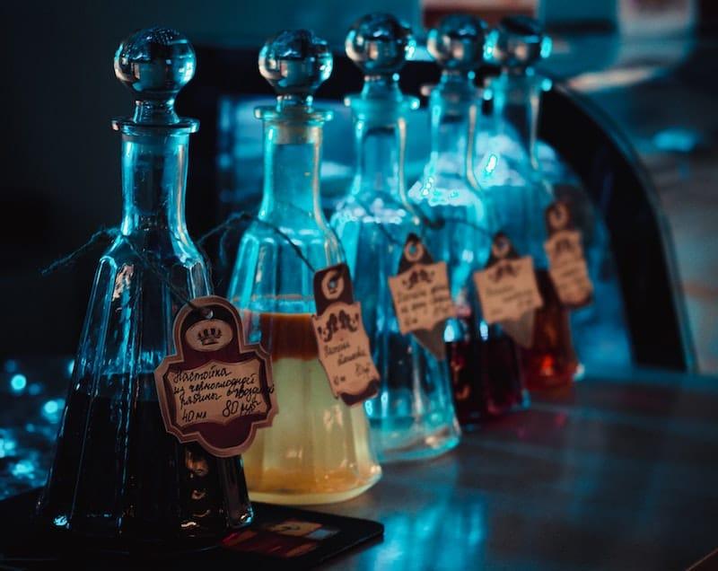alcohol-bar-bottles-331114