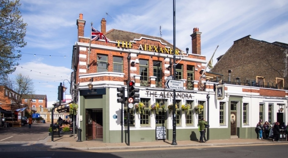 A London Pub Is Hosting Christmas Day For Anyone Who Would Otherwise Be Alone