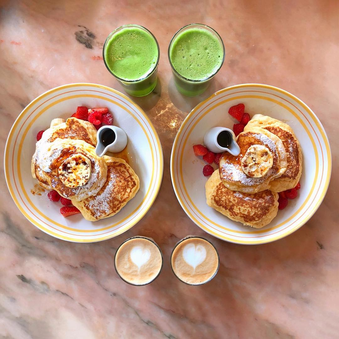 Hot cakes and maple butter, green juices and lattes from Bill Granger ??