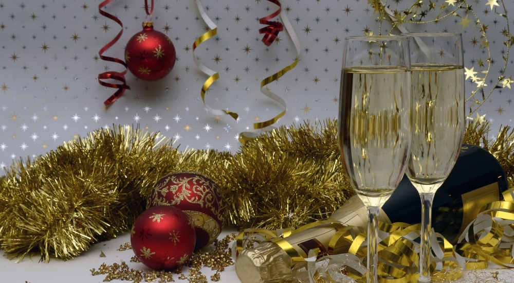 Enjoy Bottomless Booze And Free-Flowing Food At This Fabulously Festive Brunch