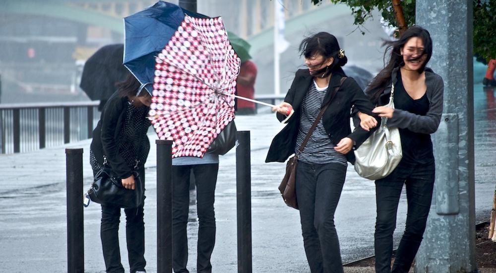 London windy wind rain weather