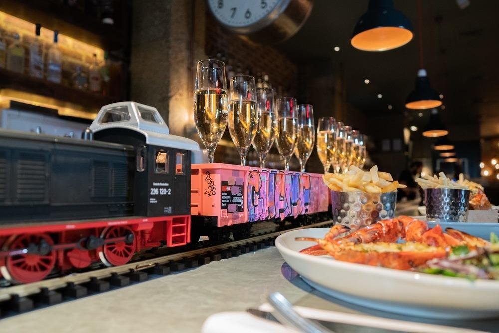 Champagne Train