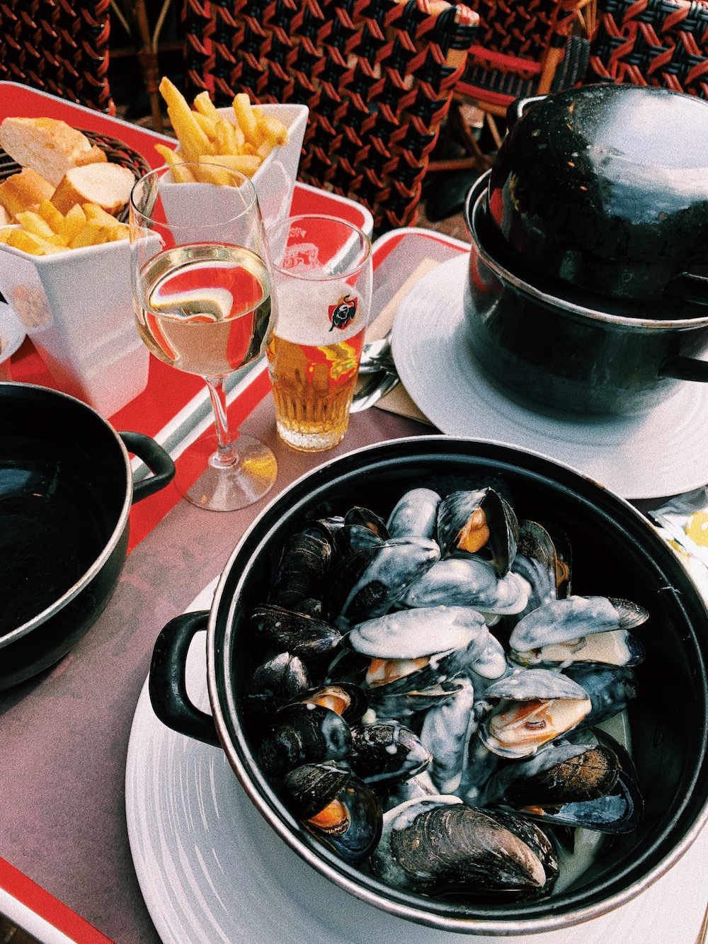 WINGLY-LE-TOUQUET-DAY-TRIP-FROM-LONDON-MOULES-FRITES