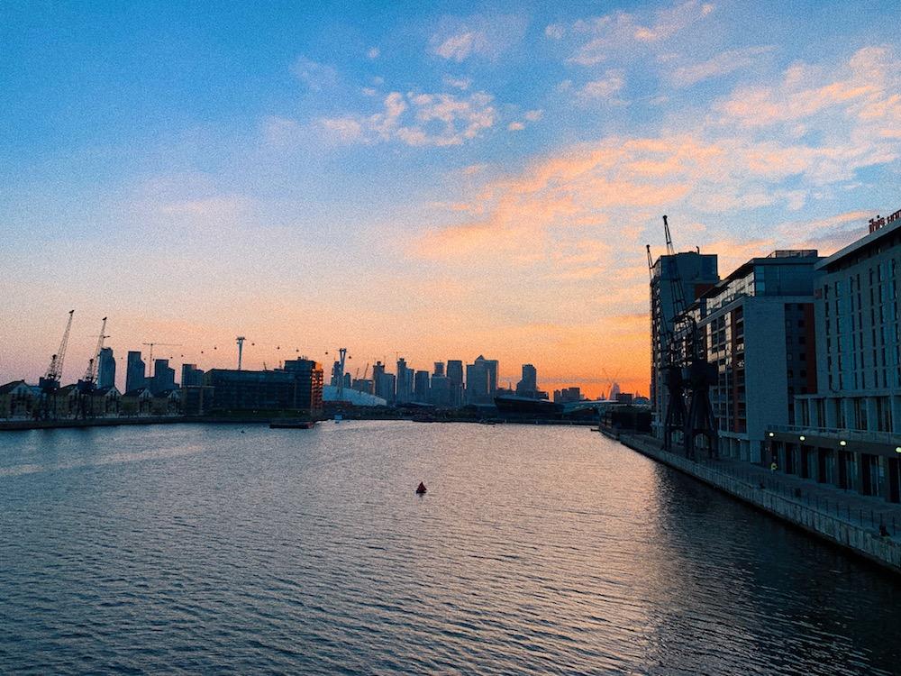 lands-end-restaurant-sunborn-yacht-sunset-views