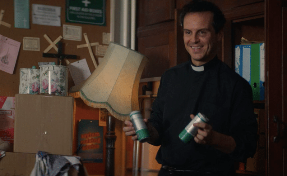 Phoebe Waller-Bridge And Andrew Scott Surprise Fans With Free Cans Of Gin
